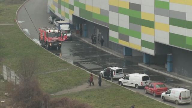 Incendiu dupa incendiu la un mall din Arad. Pompierii au fost chemati pentru a doua oara, dupa ce stinsesera deja flacarile