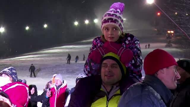 La munte, zapada a fost primita cu aplauze. Startul oficial al sezonului de schi in Predeal a fost dat cu multe artificii