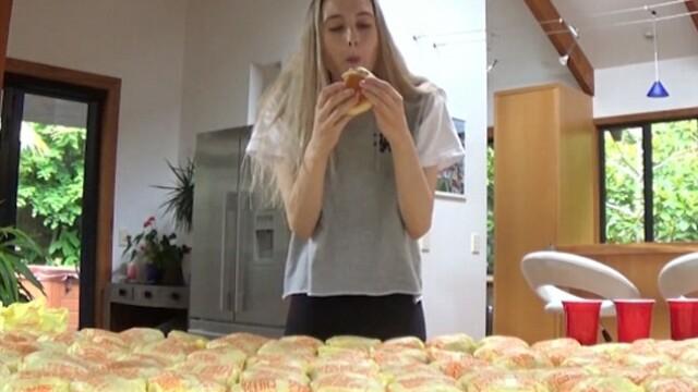 O fosta regina a frumusetii se filmeaza in timp ce mananca 100 de cheesburgeri. Pentru ce este cunoscuta Nela. VIDEO - Imaginea 2