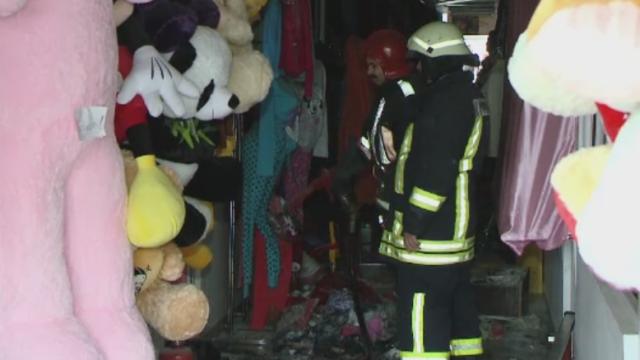 Incendiu la un bazar din Timisoara, unde se vand haine si jucarii. Flacarile au izbucnit de la o patura electrica