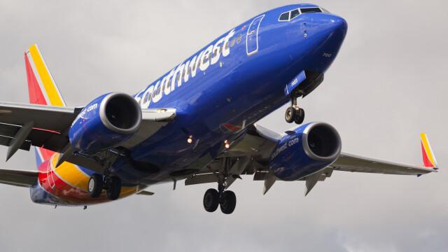 Motivul absurd pentru care un barbat a incercat sa stranguleze o pasagera, in avion. Acesta risca 10 ani de inchisoare