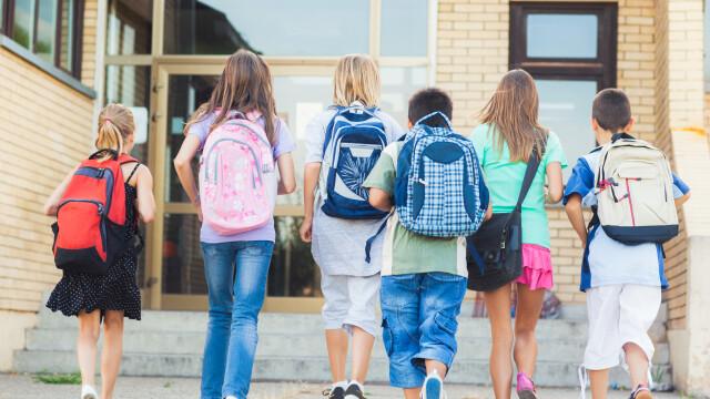 copii scoala - Shutterstock