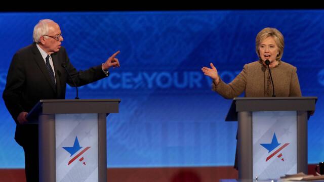 Dezbaterea democrata, umbrita de jocuri de campanie.Bernie Sanders ii cere scuze lui Hillary Clinton pentru un furt de date
