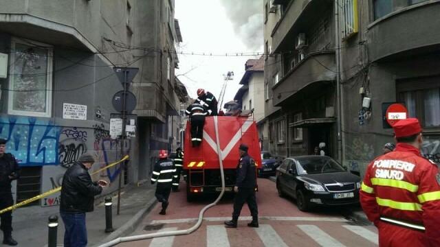 Sute de elevi ai unui liceu din Capitala, evacuati din cauza unui incendiu. Brigitte Sfat a venit imediat la fiul ei - Imaginea 1