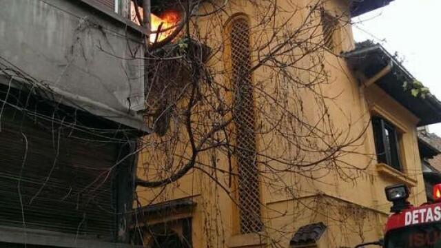 Sute de elevi ai unui liceu din Capitala, evacuati din cauza unui incendiu. Brigitte Sfat a venit imediat la fiul ei - Imaginea 4