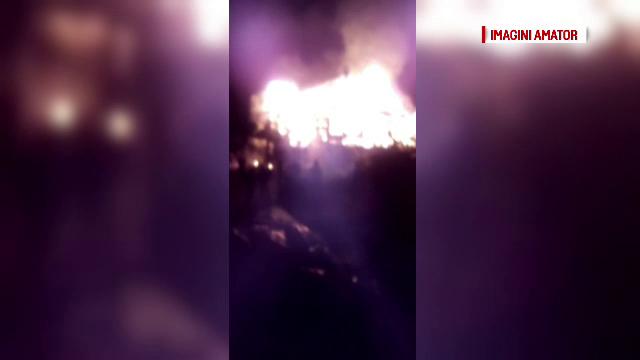 Doi frați și-au pierdut casa, la care munciseră 10 ani, în urma unui incendiu