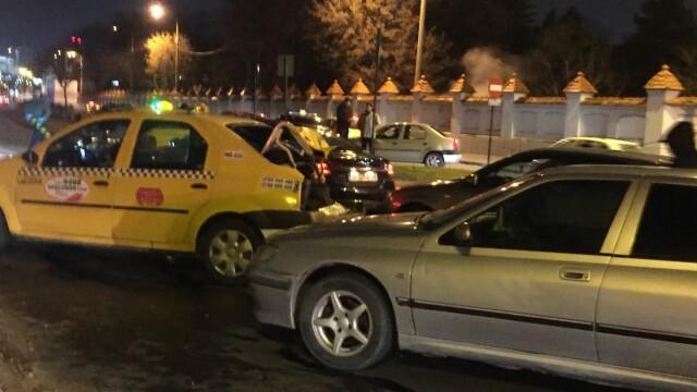 Accidentul cu 7 mașini, din Capitală, ar fi fost provocat de şoferul unei maşini a Jandarmeriei, care era băut
