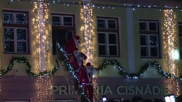 Loredana a aprins luminile de Crăciun, în Cisnădie