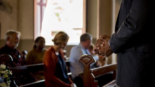 Enoriași în biserică