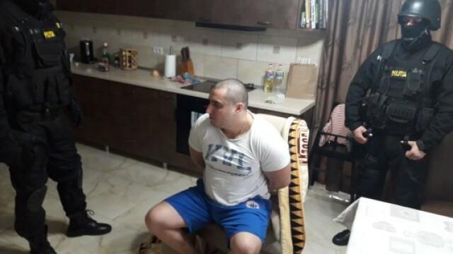 Interlopul care a lovit un polițist cu sabia în cap își va petrece Sărbătorile în arest