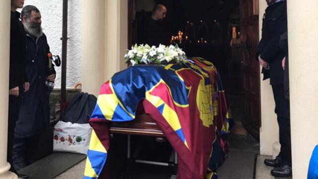 Sicriul Regelui Mihai, lăsat singur înainte și după slujba de la Biserica Ortodoxă din Lausanne