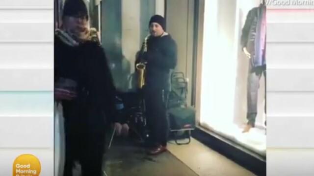 Un român care cântă în stradă, în Londra, l-a impresionat pe Piers Morgan. Reacția acestuia