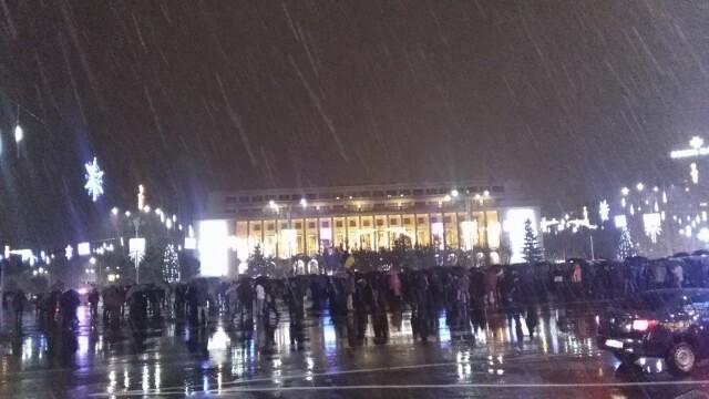 Proteste în Piața Victoriei. Conflict între manifestanți și jandarmi în fața Parlamentului. VIDEO - Imaginea 4