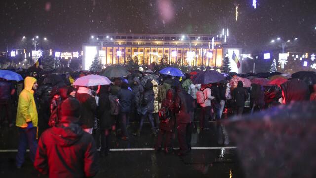 Proteste în Piața Victoriei. Conflict între manifestanți și jandarmi în fața Parlamentului. VIDEO - Imaginea 5
