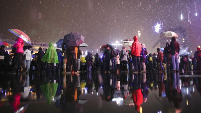 Proteste în Piața Victoriei. Conflict între manifestanți și jandarmi în fața Parlamentului. VIDEO - Imaginea 6