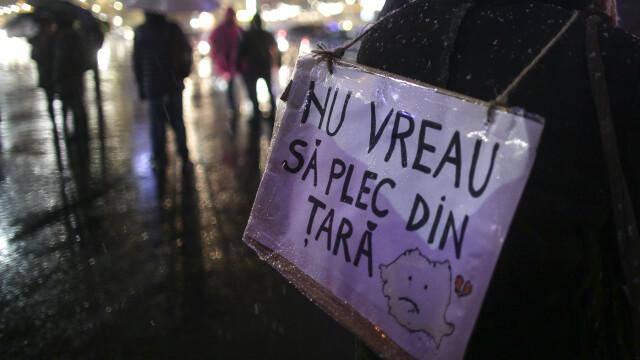 Proteste în Piața Victoriei. Conflict între manifestanți și jandarmi în fața Parlamentului. VIDEO - Imaginea 8