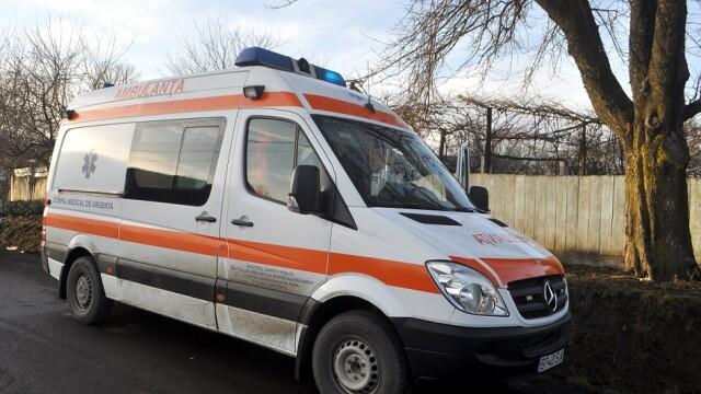 Bărbat atacat cu securea. Incidentul a fost raportat a doua zi, după ce a intrat în şoc hemoragic