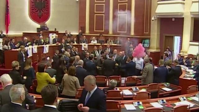 Scandal în Parlamentul Albaniei, pe fondul învestirii unui nou procuror general