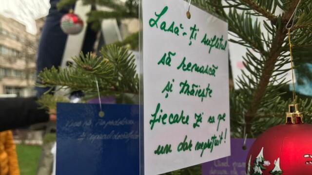 Sute de oameni au trimis gânduri așternute pe hârtie victimelor incendiului din Colectiv