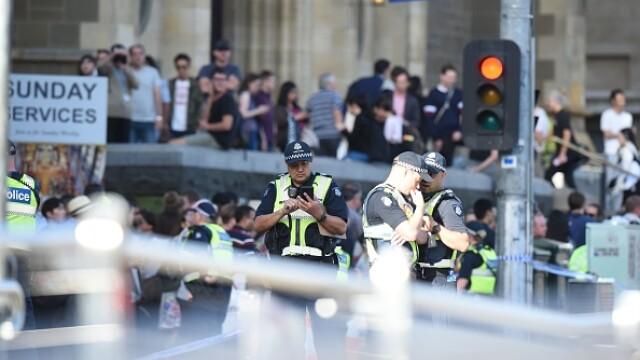 Un individ a intrat cu mașina într-o mulțime de pietoni, în Melbourne