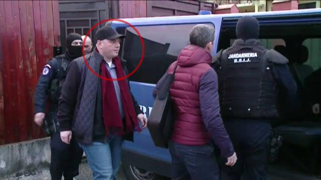 600.000 de €, bijuterii și arme, găsite în casa medicului Mihai Lucan. Procurorii au stat să înserieze fiecare bancnotă