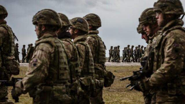 Polonia a semnat un tratat de apărare şi securitate cu Marea Britanie, imediat după sancțiunile UE