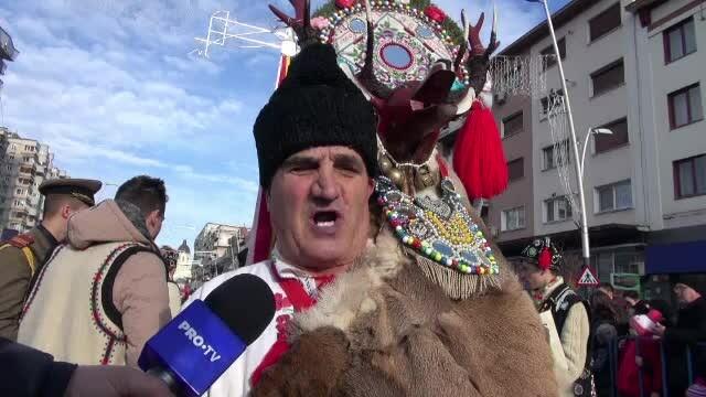 Defilare de colindători în Bacău. \