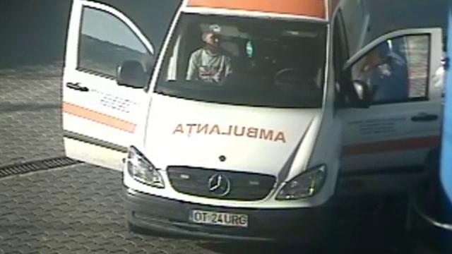 13 șoferi acuzați că furau motorină din ambulanțe în Corabia. Cum se ascundeau de camere