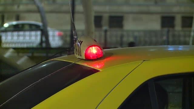 Un taximetrist din Iași, amenințat cu cuțitul. Ce au cerut agresorii