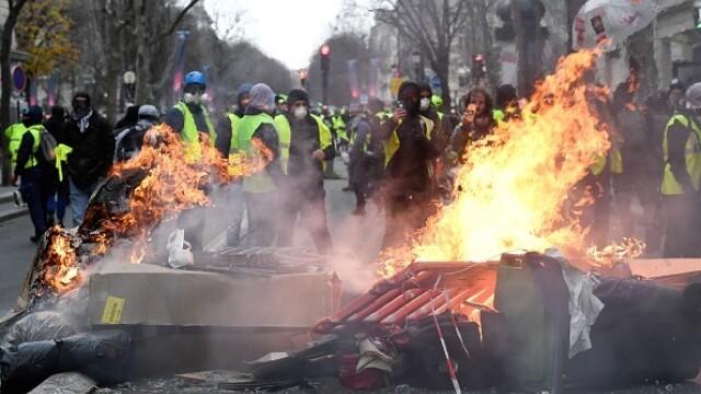 PROTESTE VESTE GALBENE PARIS - 1