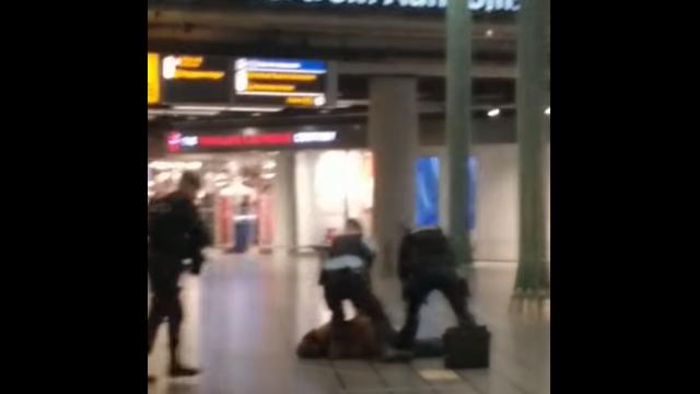 Un român a provocat haos pe aeroportul din Amsterdam. La un pas să fie împușcat