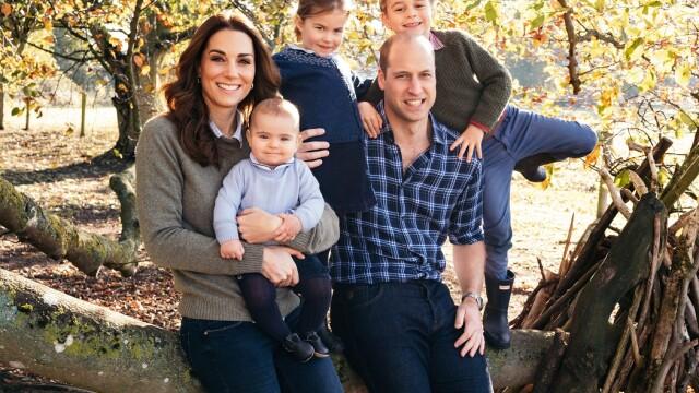 Familia regală britanică a prezentat felicitările de Crăciun. Cu cine apare Charles