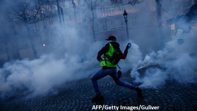 """""""Vestele galbene"""" îngenunchează Franța. Lovitura primită de a doua economie a zonei euro"""