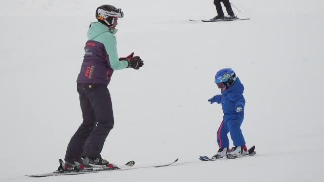 Atenție la alegerea instructorului de schi, pe pârtii. Șarlatanii păcălesc turiștii