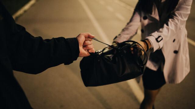 Ce a pățit o româncă condamnată pentru furt în Italia, după ce a fugit de autorități
