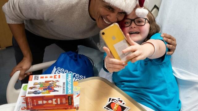 Barack Obama, în rol de Moş Crăciun pentru copii bolnavi, la un spital din Washington