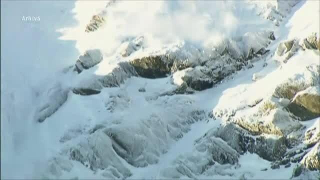Bărbat surprins de avalanșă în Munții Făgăraș. Cum s-a salvat
