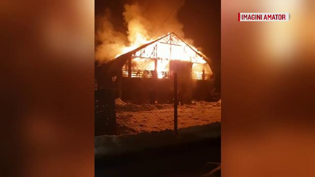 Mai multe case, în pericol de incendiu, în Maramureș. De la ce a pornit