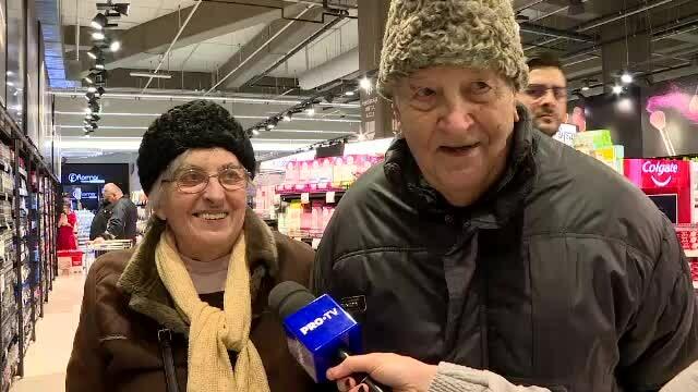 """Doi bunici i-au luat nepoatei un cadou de Crăciun special: """"Un aparat de ras și o cremă"""""""