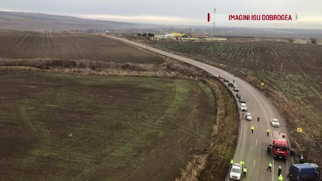 Accident oribil cu 3 morţi pe un drum din Constanţa. O maşină a lovit frontal un microbuz