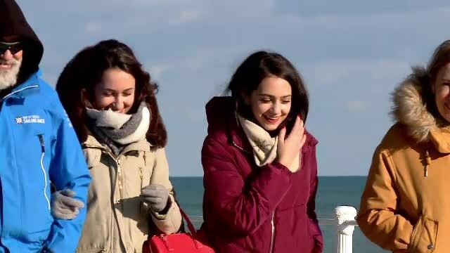 """Turiștii care de Crăciun au preferat o plimbare pe malul mării. """"Foarte frumos"""""""