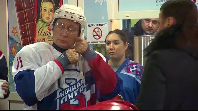 Vladimir Putin, vedeta unei partide de hochei din Piața Roșie. VIDEO
