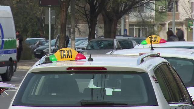 Mai mulți taximetriști din Capitală oferă transport gratuit pentru cadrele medicale