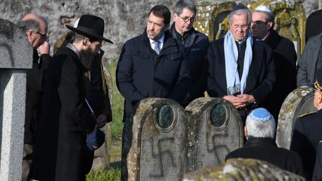 Peste 100 de morminte dintr-un cimitir evreiesc, profanate cu inscripții antisemite - Imaginea 4