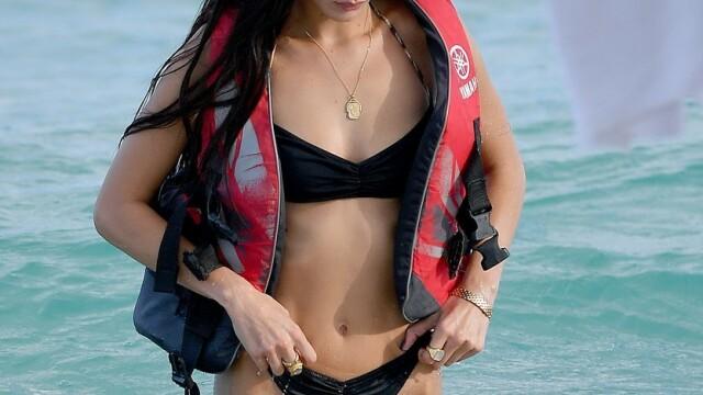 Bella Hadid și Kendall Jenner, imagini incendiare pe plajă, la Miami. GALERIE FOTO - Imaginea 3