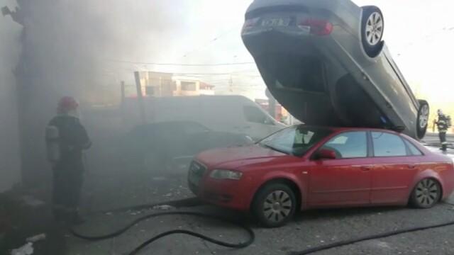 Mașini aruncate una peste alta după o explozie în Galați, în locul unei foste benzinării