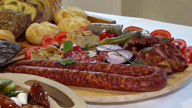 Cum au ajuns româncele să comande la restaurant mâncarea pentru masa de Crăciun - Imaginea 2