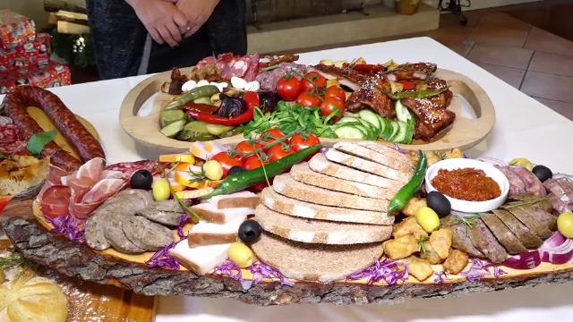 Cum au ajuns româncele să comande la restaurant mâncarea pentru masa de Crăciun - Imaginea 4