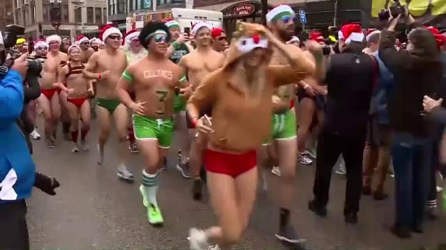 Cursă specială de Crăciun. Cât au plătit oamenii pentru a alerga în costum de baie - Imaginea 3