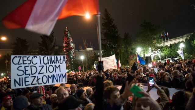 Proteste masive în Polonia. Mii de oameni, în stradă din cauza reformelor din justiție - Imaginea 1